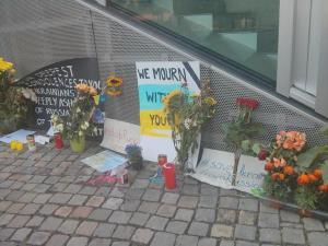 Tributes to MH17 victims outside the Dutch embassy in Berlin, by Pierre Marshall